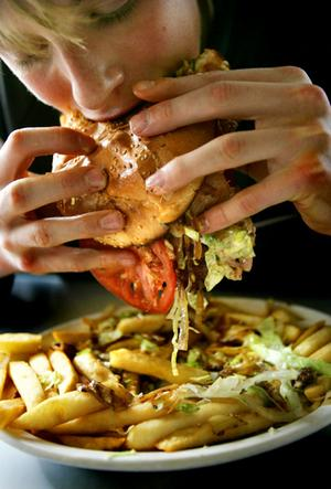 Comedor Compulsivo | C a r l o s D r a g o n n e . C O M