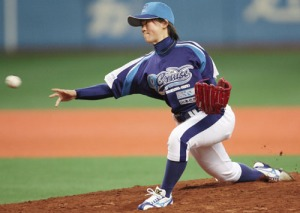 Japanese female knuckleballer makes debut against men
